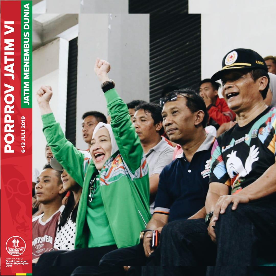 Bupati Bojonegoro - Anna Muawanah, Ketua Dispora - Dandi Suprayitno, dan Ketua KONI - Ali Mahmudi me